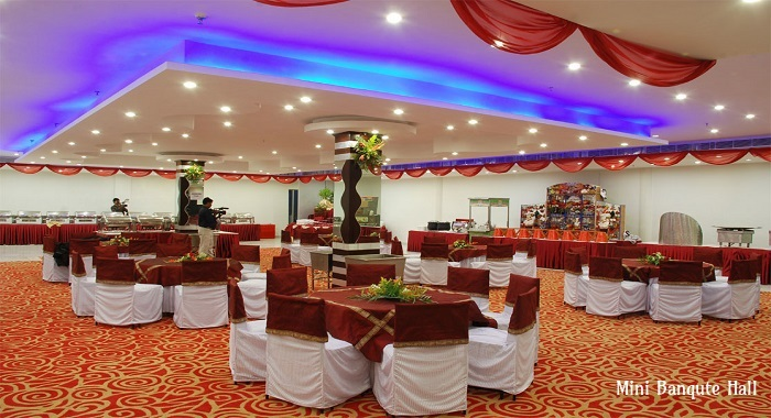Cheap Yet Attractive Ideas To Decorate Function Hall Effectively